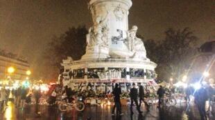 El monumento central en la Plaza de la República, en París.
