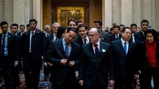 French Prime Minister Bernard Cazeneuve meets with CCP leaders in the Chinese city of Wuhan on 23 February 2017.