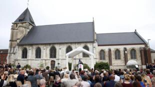 Emmanuel Macron faz discurso em homenagem ao padre Jacques Hamel