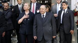 Algeria's President Abdelaziz Bouteflika (R) with U.S. Secretary of State Hillary Clinton