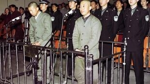Falun Gong followers Dou Zhenxiang and Wang Hongjun during their trial at the Fushun Intermediate People's Court in Beijing, 29 April 2001. They were sentenced to 13 years in prison.