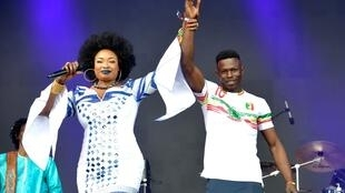 Oumou Sangaré invited Mamadou Gassama, who rescued a child by climbing a building, to join her on stage, to congratulate him on his act of braver - June 3rd