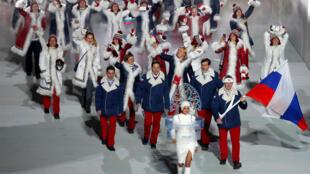 Российская олимпийская сборная на открытии зимних Олимпийских игр в Сочи, 7 февраля 2014.