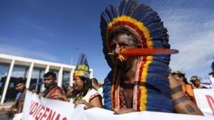 Indígenas de todo o país realizam marcha pela demarcação de terras e a garantia de seus direitos, na Esplanada dos Ministérios. 26/04/18