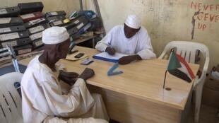 A Omdurmana, une association recueille les plaintes des travailleurs soudanais licenciés abusivement.