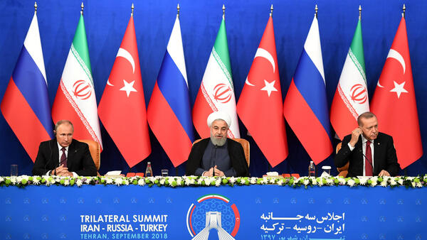 Vladimir Poutine, Hassan Rohani et Recep Tayyip Erdogan durante a coletiva de imprensa em Teerã.