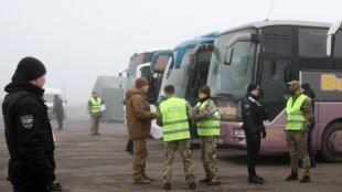 Офис президента Украины подтвердил, что на КПП «Майорское» 29 декабря начался процесс освобождения удерживаемых лиц