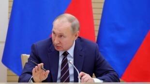 Путин внес в Госдуму законопроект о поправке в Конституцию.
