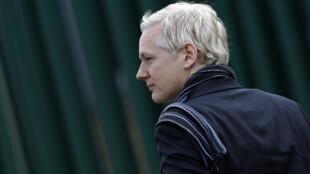 WikiLeaks founder Julian Assange arrives at Belmarsh Magistrates' Court in London
