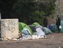Coronavirus: l'impossible confinement des migrants de Calais