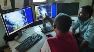 По данным метеослужбы, в первую очередь шторм обрушится на юго-западные департаменты Франции и Корсику