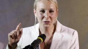 Aos 22 anos, Marion Marechal Le Pen, neta de Jean-Marie Le Pen, é a parlamentar mais jovem eleita pelo partido populista Frente Nacional.