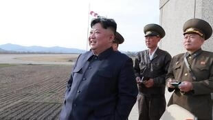 朝鮮官方朝中社公布的金正恩參觀武器試射照片 2019年4月 資料照片