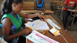 Bureau de vote, à Ouagadougou, au Burkina Faso, lors du scrutin pour les élections municipales, le 22 mai 2015.