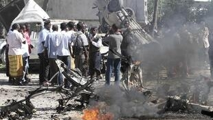 People gather at the scene of the car bomb explosion in Hodan district of Somalia's capital Mogadishu, 17 February, 2012