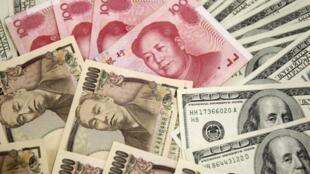 圖為面值100的美元、日元、人民幣。