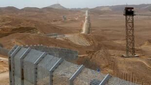 Torre de controle na fronteira entre Egito e Israel