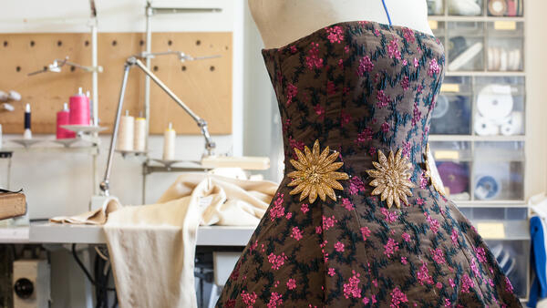 В швейной мастерской Оперы Бастилии, Париж.
