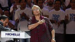 """""""Podemos hacer de Chile un país desarrollado de verdad"""", dijo Michelle Bachelet durante su discurso en Santiago, el 12/12/2013."""