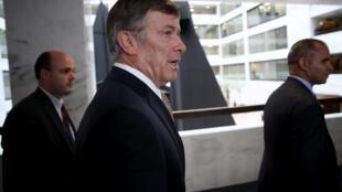 Le directeur par intérim du renseignement national, Joseph Maguire, quitte une séance à huis clos avec la commission sénatoriale du renseignement au Capitole le 26 septembre 2019 à Washington.