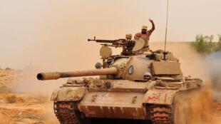 Forças do novo regime avançam na cidade de Sirte.