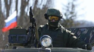 Binh sĩ được cho là của Nga  tại Simferopol,Crimée, ngày 3 mars 2014.