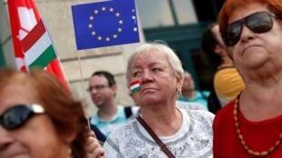 Mulheres na manifestação contra o primeiro-ministro húngaro Viktor Orban em 16 de setembro de 2018.