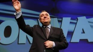 O primeiro-ministro escocês, Alex Salmond, anunciou que vai renunciar ao cargo em novembro.