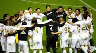 Jogadores do Real Madri comemoram a vitória contra o Bilbao nesta quarta-feira.