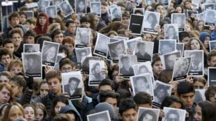 Ceremonia de homenaje a las víctimas del atentado de 1994 contra la mutual judía, este 17 de julio de 2015 en Buenos Aires.