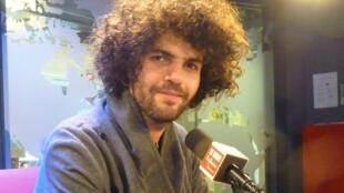 Simon Ghraichy en los estudios de RFI