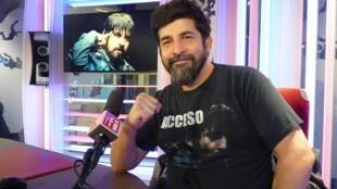 Roberto Farías en los estudios de RFI
