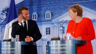 Незадолго до саммита Евросоюза президент Франции Эмманюэль Макрон и канцлер Германии Ангела Меркель провели переговоры под Берлином