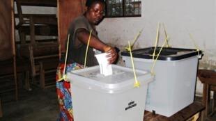 A voter in Bujumbura