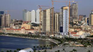 Après la crise économique qui a frappé le Portugal, depuis quatre ans c'est l'Angola qui connaît des difficultés financières.