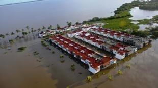 O famoso balneário mexicano de Acapulco  estava isolado, uma operação de emergência para a retirada de turistas desta aréa foi organizada pelo governo.
