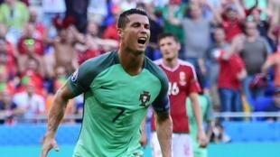 Cristiano Ronaldo al fin se encontró con el gol para ayudar a su selección a clasificarse a Octavos de final tras empatar 3-3 ante el combinado de Hungría .