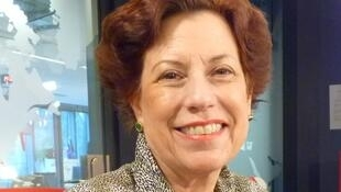 La escultora peruana Giannina Lanata en los estudios de RFI