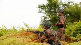 Quân đội Bangladesh tại Ghumdhum sát biên giới với Miến Điện. Ảnh ngày 26/08/2017.