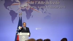 O presidente francês, François Hollande, se encontrou nesta segunda-feira (17) com dirigentes de multinacionais no palácio do Eliseu.
