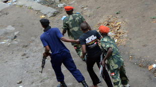 Wakati wa maandamano dhidi ya utawala wa Joseph Kabila, polisi yawakamata waandamanaji, Januari 19, 2015 Kinshasa.