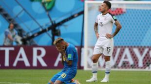 Neymar acaba emocionado tras la victoria 2-0 de Brasil ante Costa Rica en el mundial de Rusia, el 22 de junio de 2018.