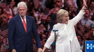 Hillary Clintony su marido Bill, el 7 de junio de 2016 en su feudo de Brooklyn.