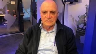 O padre François Glory nos estúdios da Rádio França Internacional.