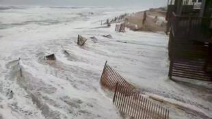 На побережье США вода затопила улицы и пляжи