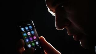 Un utilisateur de smartphone (photo d'illustration).
