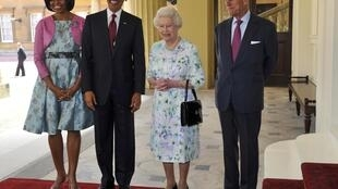 President Barack Obama and first lady Michelle Obama pose with Britain's Queen Elizabeth and Prince Philip at Buckingham Palace