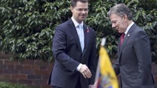 Le président colombien, Juan Manuel Santos, et le secrétaire d'Etat d'Irlande du Nord, James Brokenshire, à Belfast, le 3 novembre 2016.