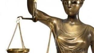 Balança da Justiça de olhos vendados, numa altura em que se investiga rede de burla internacional