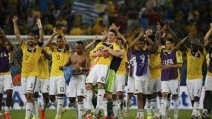 Đội Colombia mừng thắng lợi trước đội Uruguay, ngày 28/06, đoạt vé vào vòng tứ kết. Colombia từng đuwocj xem là đội lót đường.